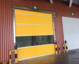 黄色环境保洁门